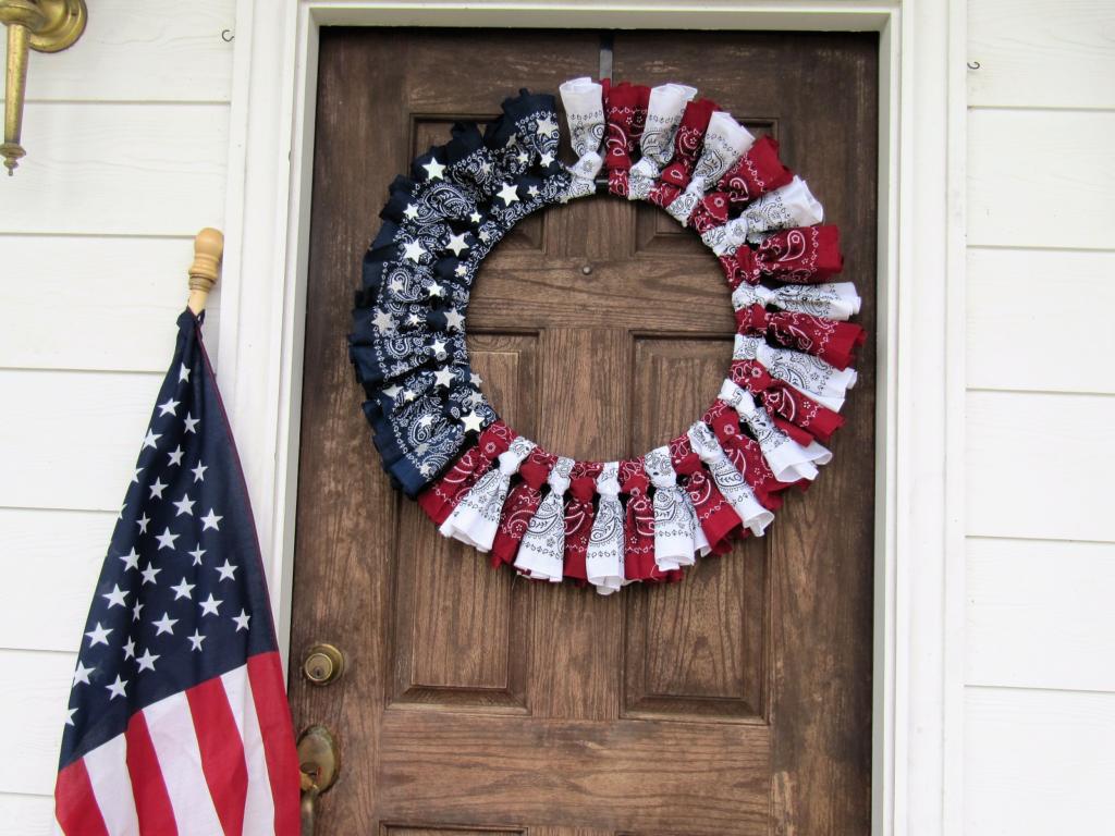 PATRIOTIC BANDANA WREATH DIY Patriotic Bandana Wreath