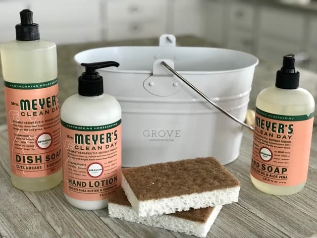 If you set New Year's goals for yourself of keeping a cleaner home and making healthier choices, you'll love this Grove Collaborative free gift set offer!